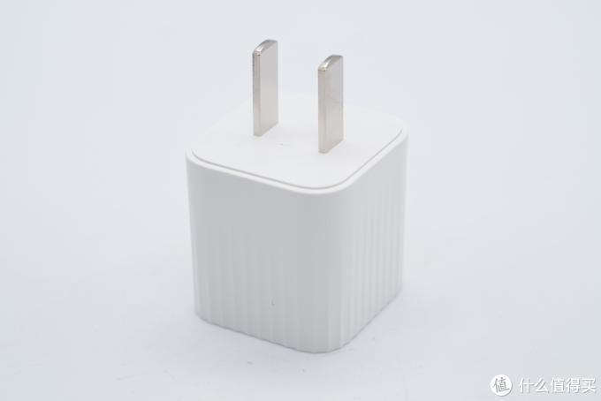 苹果5W充电器的大小,却有近6倍的性能表现,辉越光电27W充电器评测