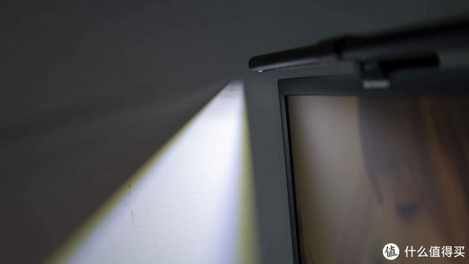 性价比的极致之选——雷神L1屏幕挂灯