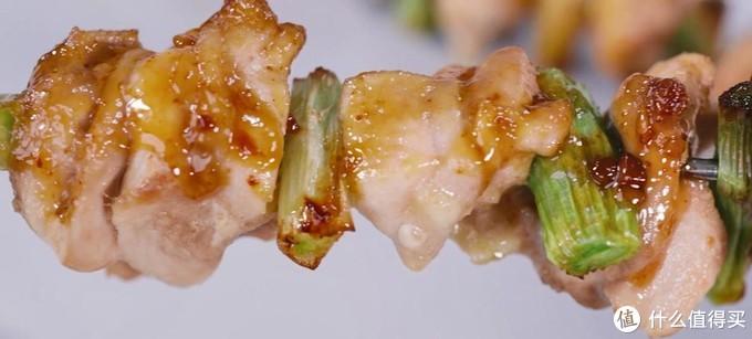 照烧鸡肉串,外面焦香,里面的肉软嫩多汁
