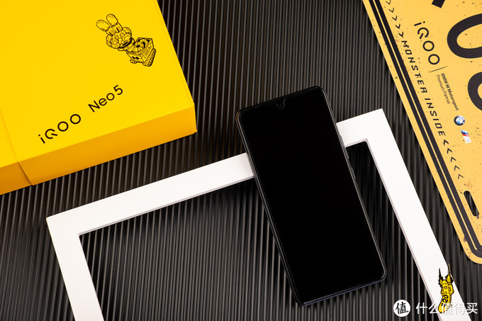 """这次我们玩""""双芯"""" iQOO Neo5还是一如既往的香"""