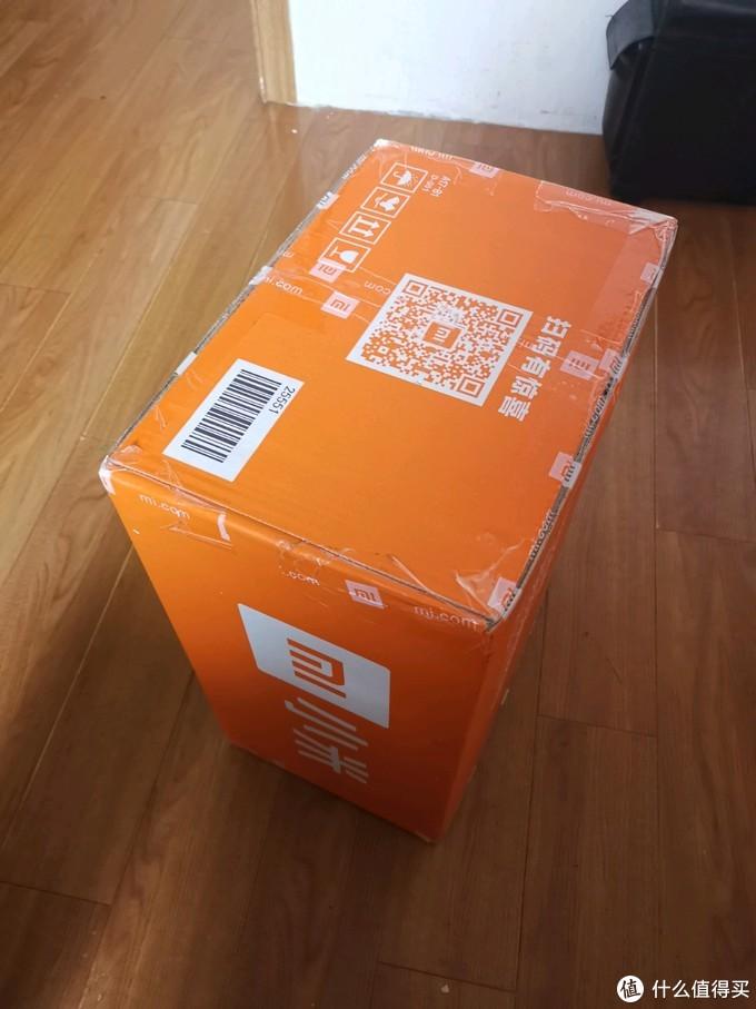 好大的一个快递,橙色的包装
