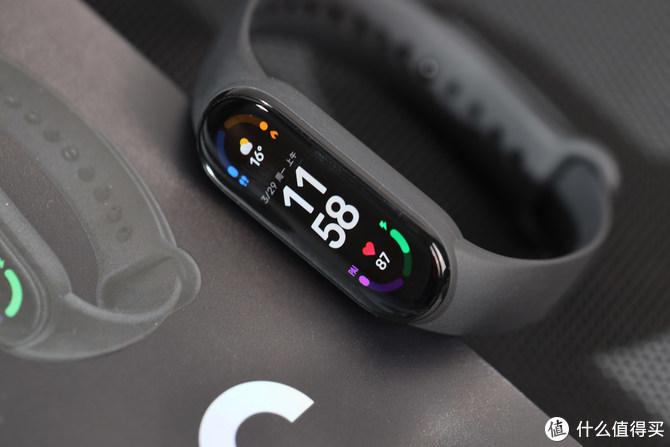 首创视网膜级跑道屏 小米手环6 评测
