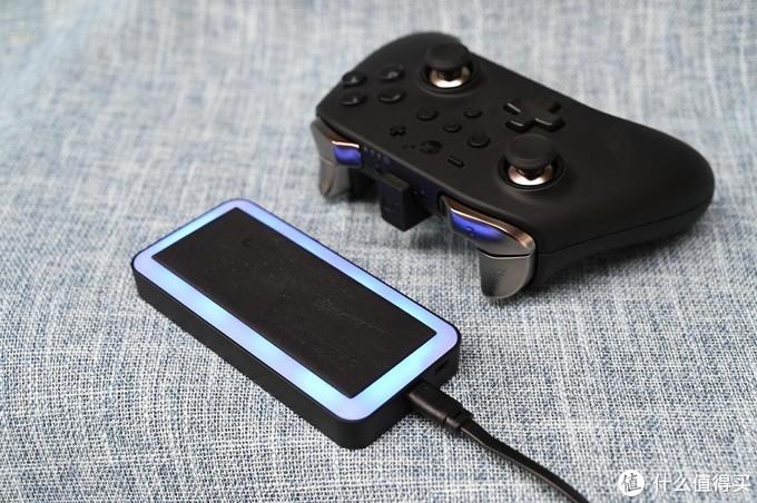 手柄专属的充电器,便捷性堪比无线,谷粒随心充体验