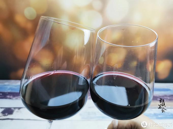 """喝红酒,不懂礼仪怎么行,牢记喝红酒""""6大礼仪"""",做有涵养的人"""