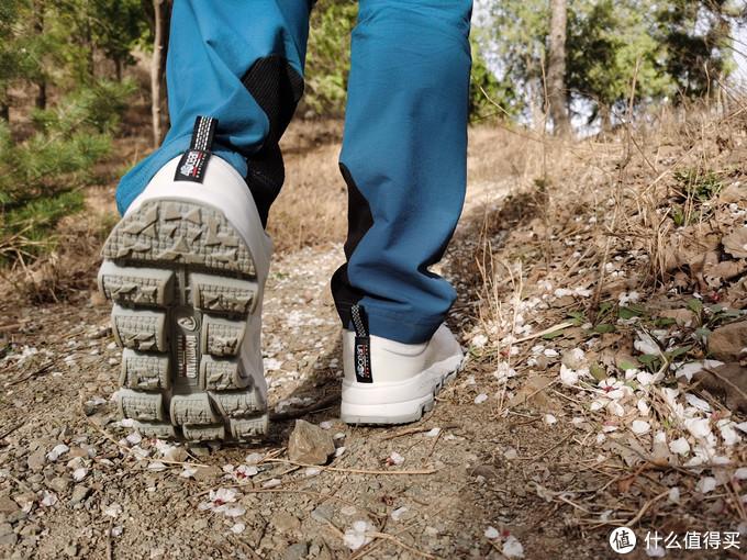 """诺诗兰 SKY1.0户外运动鞋""""春意盎然,清风作伴"""""""