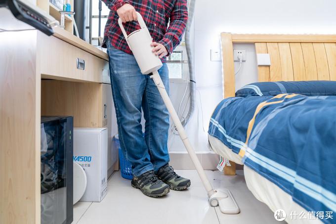 小居室 + 低预算,如何做好深度清洁?网易严选轻羽无线吸尘器或许能够帮到你