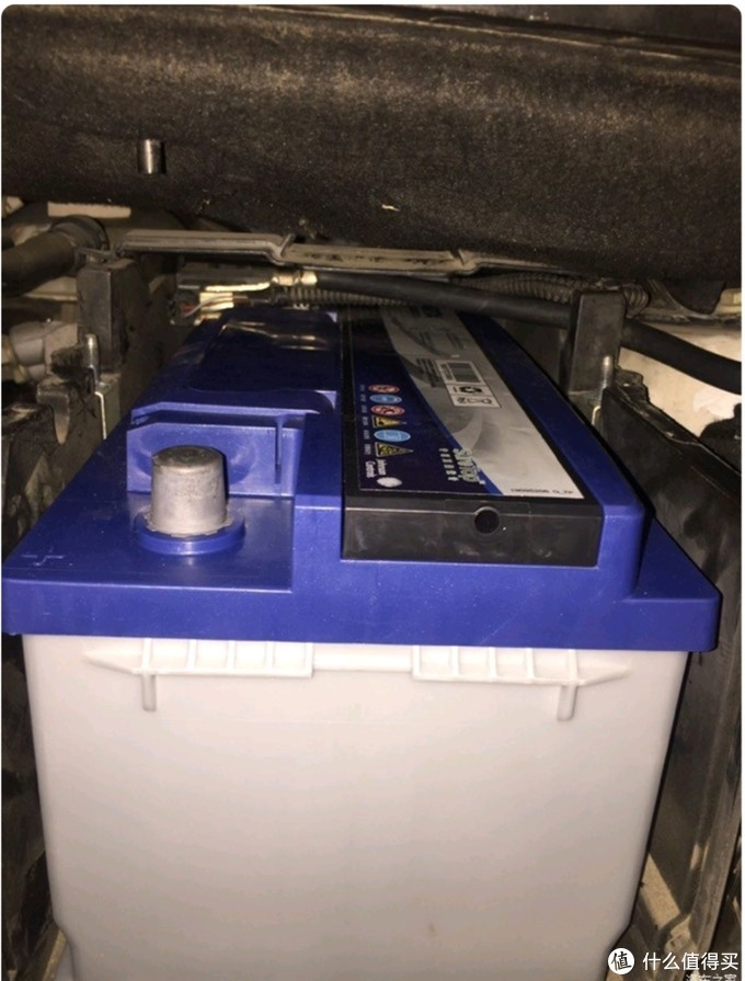 瓦尔塔87-27电池放入电池位