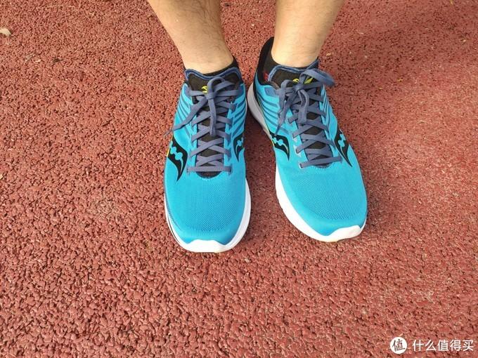 跑马小白跑鞋的升级之选:索康尼Saucony Kinvara菁华12开箱体验