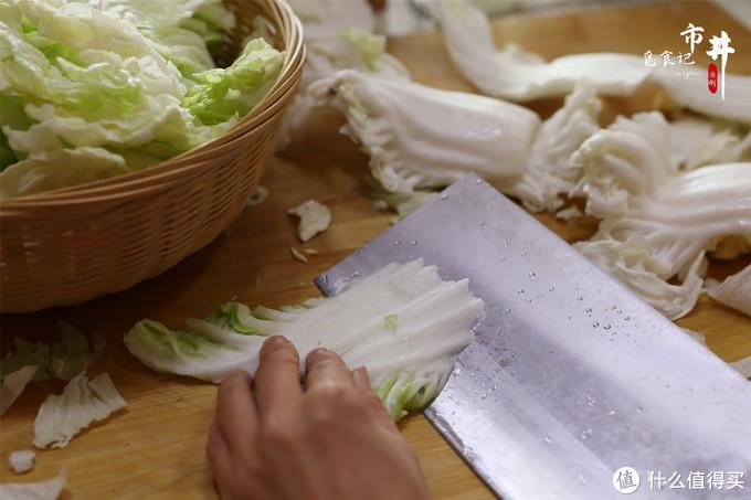 炒醋溜白菜,放醋的时间是关键,对了白菜酸香鲜美,随便炒都好吃