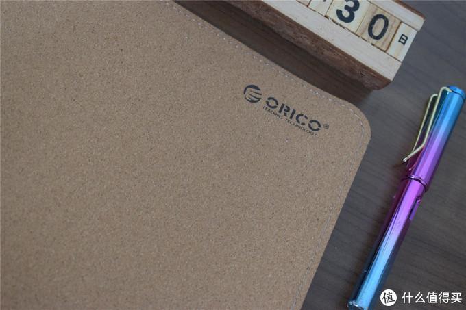 皮革纹理双面可用、大尺寸防水耐脏,ORICO软木鼠标垫上手