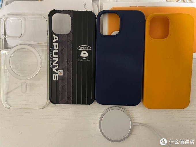 iphone12官方手机壳与9.9包邮手机壳对比,附购买建议