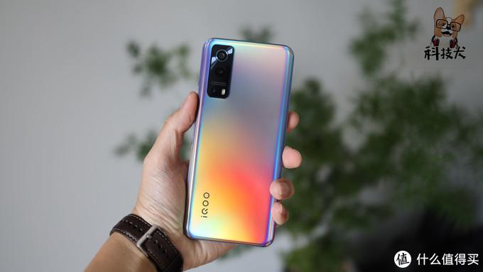 iQOO Z3简评:有高能亦有美貌,52分钟充至100%电量