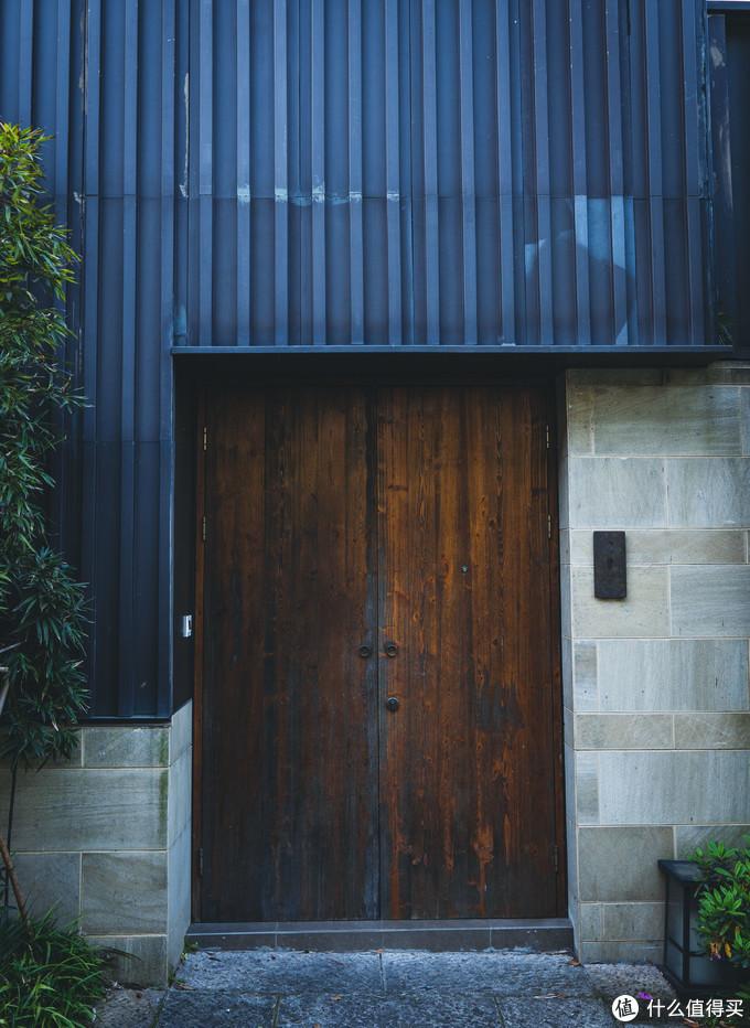 入口设计很有现代感的207号房间