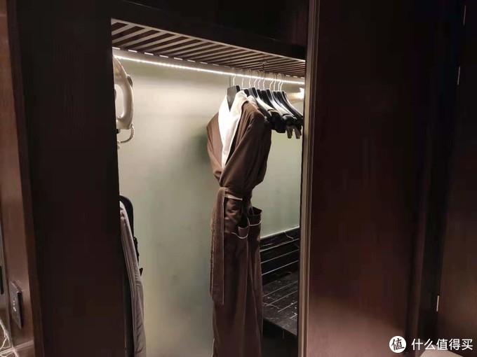 衣柜&浴袍