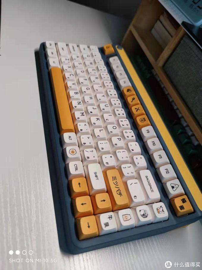 这套键帽配此键盘真是绝了,颜值逆天,复古中又带着一点小可爱