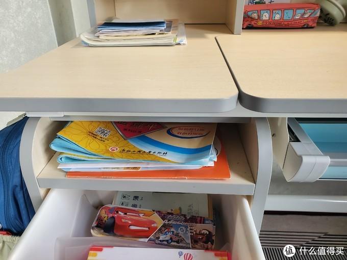 一张儿童书桌,送给儿子的一片天地