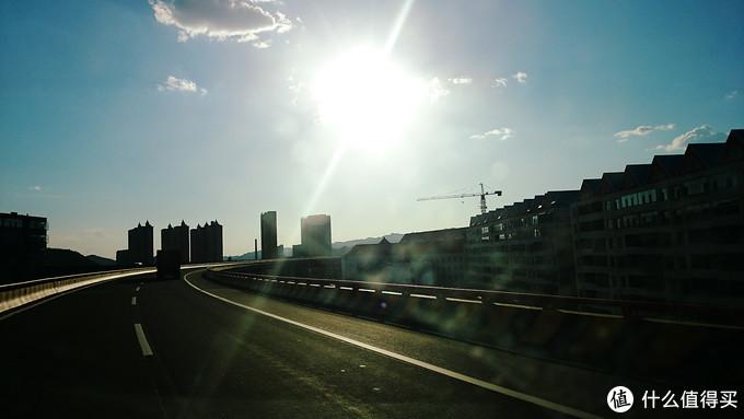 沿高速穿过吕梁