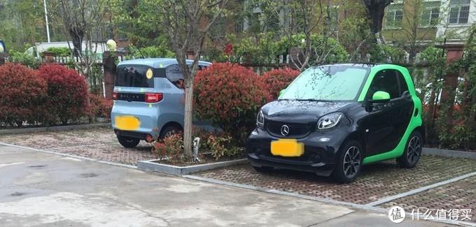 中午遇到一辆和我小车体型差不多的油车停在我隔壁。其实车牌都不想打码的,不过看其他人的都打码,我也就涂鸦一下吧。蓝牌和绿牌都给变成黄牌车。