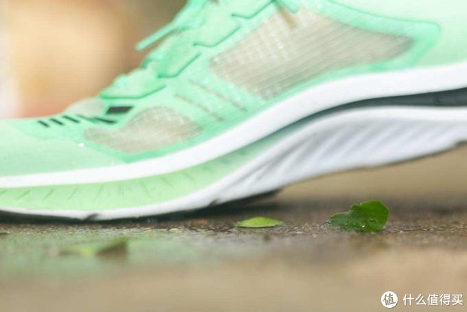 和Nike、阿迪说再见,国产200g黑科技超轻量跑鞋全揭秘