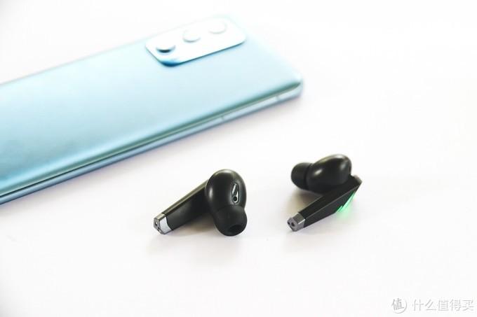 猛男的设计:联想LivePods6蓝牙耳机满足电竞梦