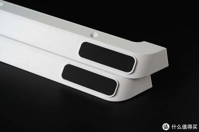 支架四个脚垫有条型的减震泡沫保护。