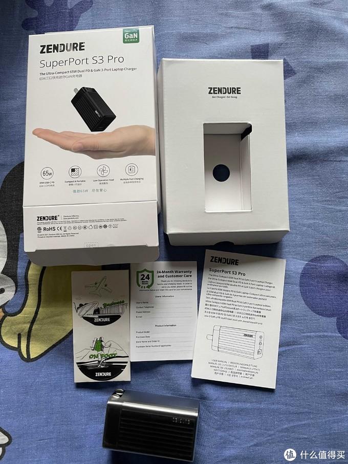 包装内容一览:充电器,说明书,保修卡,贴纸。