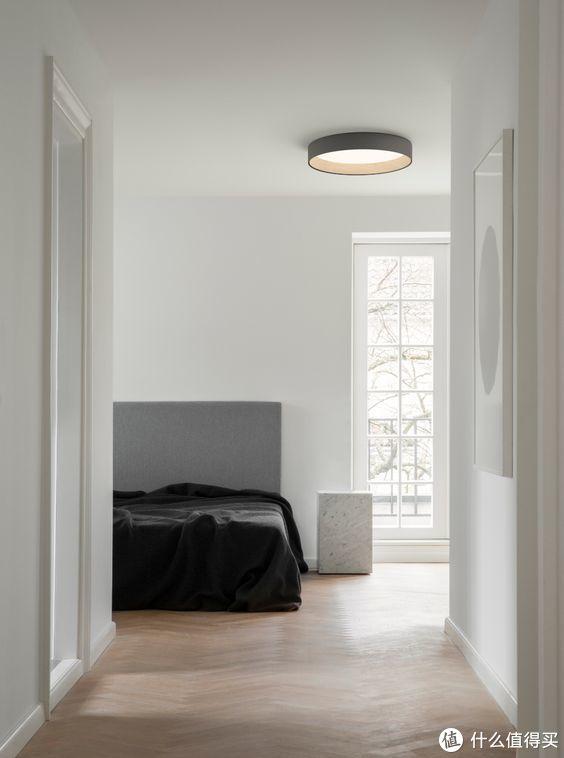 她的家里,有一盏好看的吸顶灯