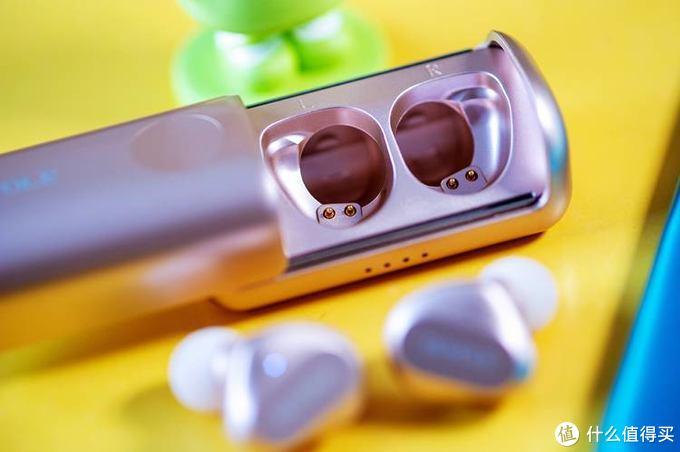 小巧、灵动、便携的柔宇RoPods 真无线蓝牙耳机