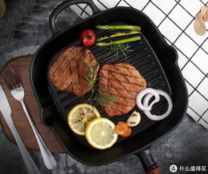 《肉食记》牛排篇三 :煎牛排选什么锅?教你看懂不同煎锅的优劣!