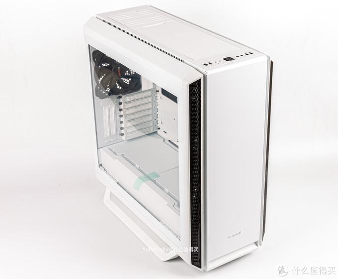 必酷的SILENT BASE 802机箱是801的改进版,增加了白色版本,主要改进和增加了通风的前面板和顶部面板,这里是两块静音面板,顶部两块静音面板为两段式磁吸安装