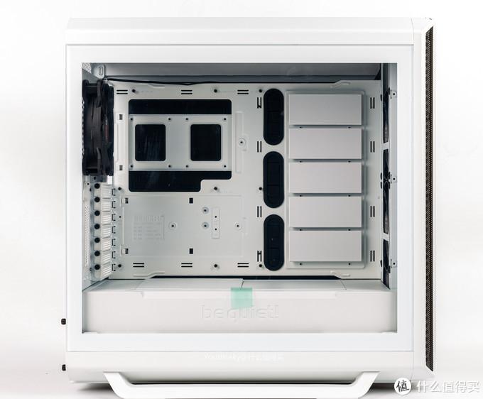 玻璃侧透面板,顶部后面有按钮可弹出提起即可拿下侧面板
