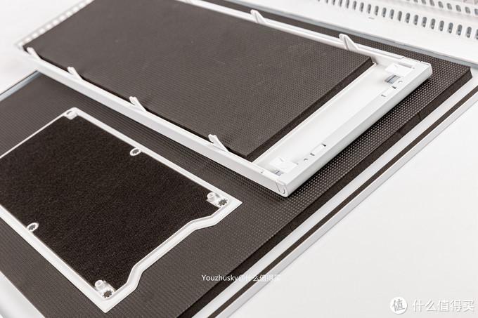 三块面板的隔音棉,除了左边顶部面板较薄,其他两块前面板和右侧板皆为1CM厚度的隔音棉