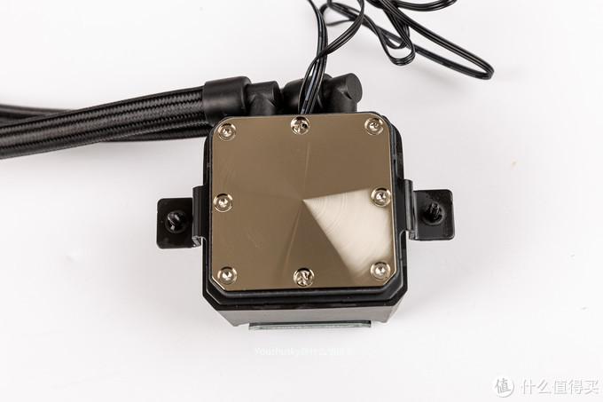 冷头铜底镀镍设计,支架也与其他ASETEK等的稍有不一样,AM4支架个人觉得安装比较方便