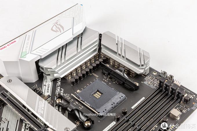 8+4P的插口及12+2的DrMos供电保证5950X也能稳定运行