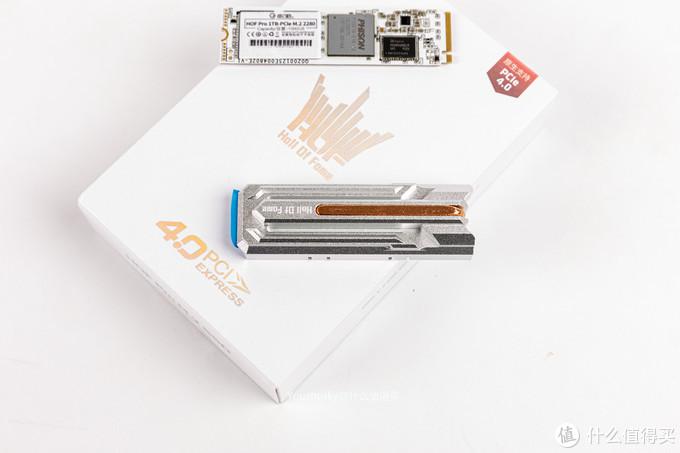 影驰HOF PRO 系列SSD,现如今已经出到HOF PRO 20 ,主控不变群联E16,更换了镜面散热器,个人觉得热管+铝的散热器依然比较经典