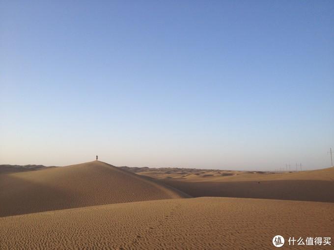 走向沙漠深处的老婆大人