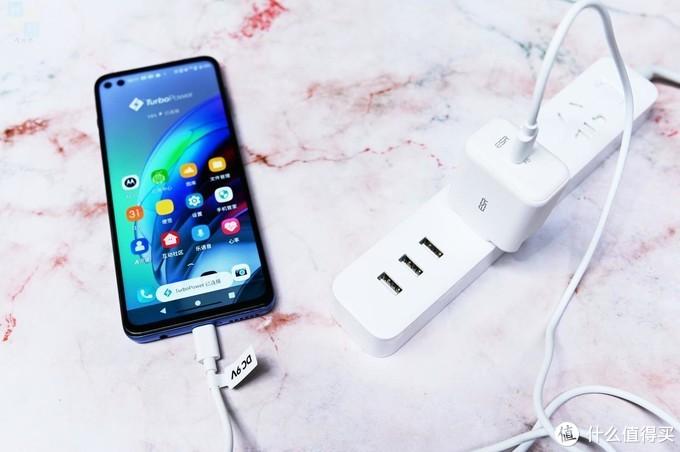 更轻快的充电体验,苹果安卓都能用,亿色20W充电器上手