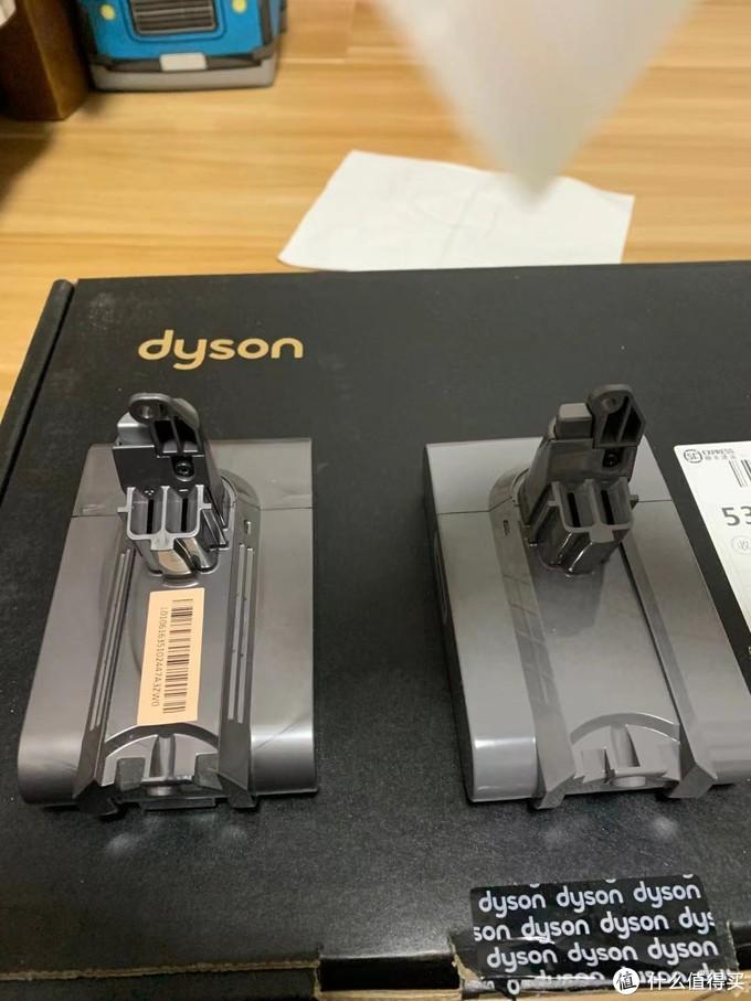 左侧为原装电池,右侧为第三方电池