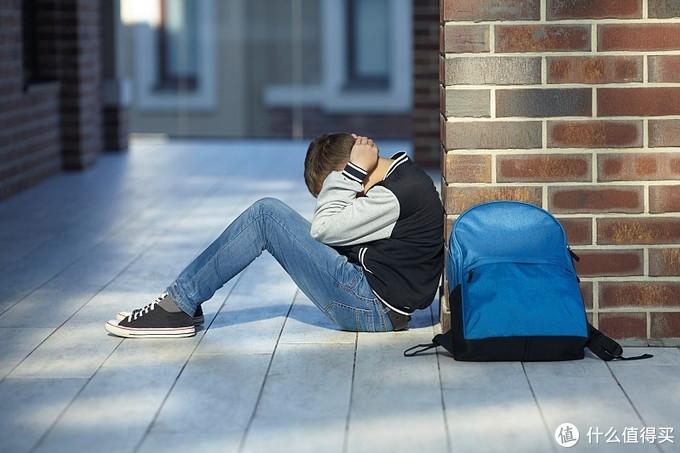 """每个青春期的""""问题孩子"""",背后总有""""较劲""""或""""放任""""的父母"""