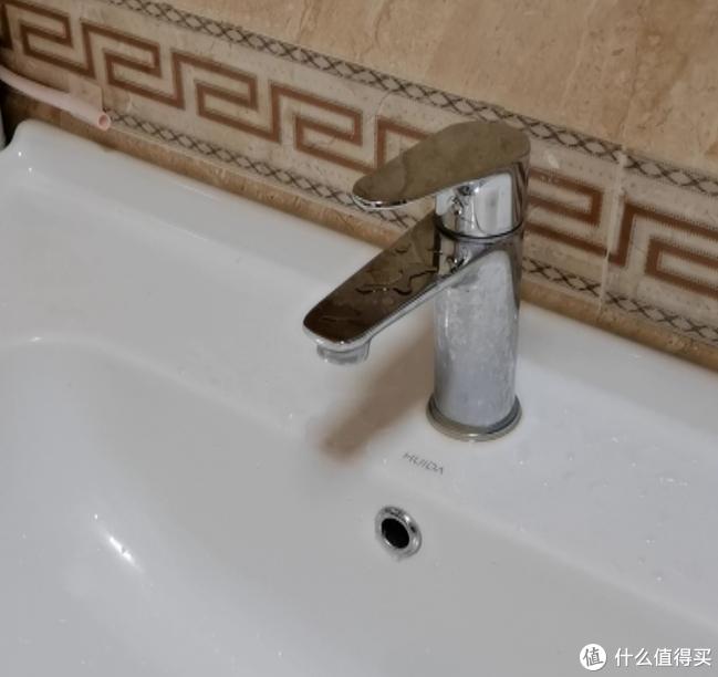 为了洗头方便把新的手盆龙头给换了,懒人总是有办法的
