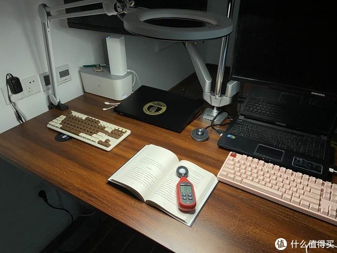 整洁桌面的下一块拼图——不占桌面空间的可调节护眼灯