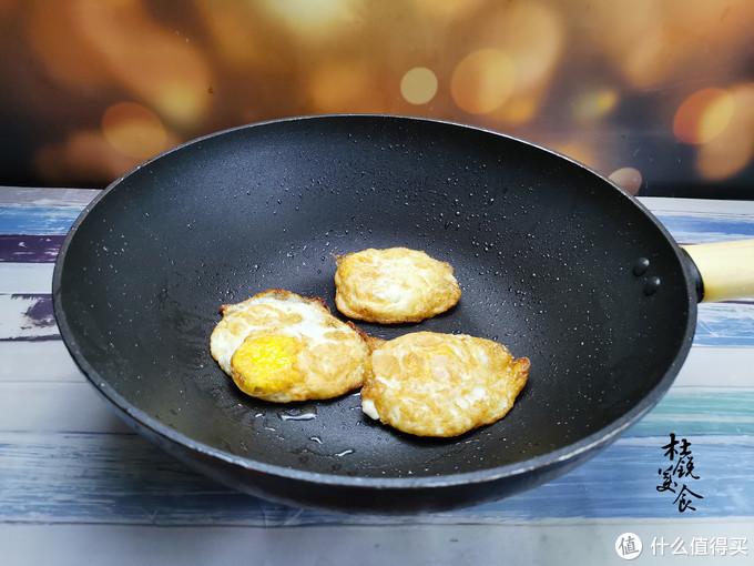 煎鸡蛋,用热油还是凉油?做错总粘锅,美味早餐煎鸡蛋卷饼做法