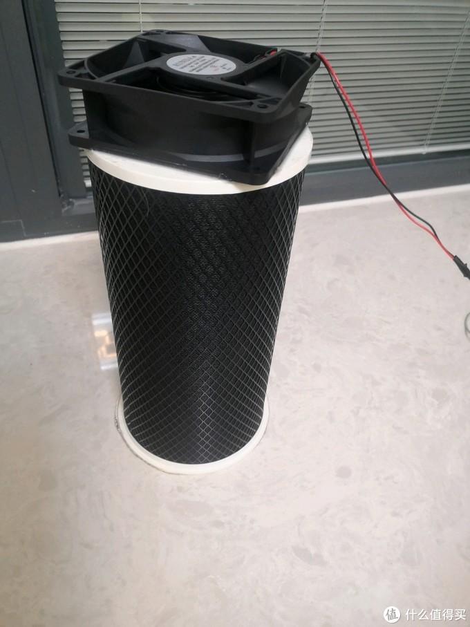 把风机与活性炭滤桶结合部用热熔胶密封好