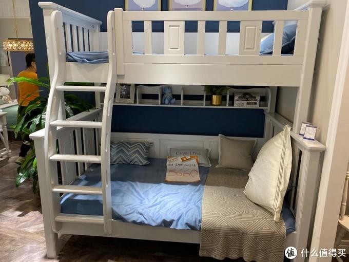 展厅中的儿童床正面