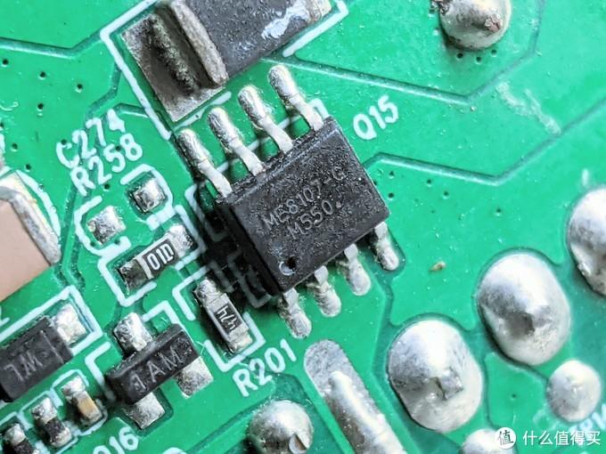 背面的ME8107电源管理芯片