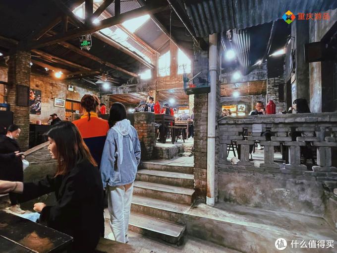 重庆唯一的老茶馆,普通居民悠闲地喝茶聊天,却有相机不断拍照