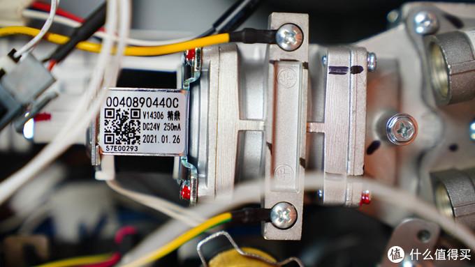 优质热水器全面解析—卡萨帝16L瀑布洗燃气热水器详测