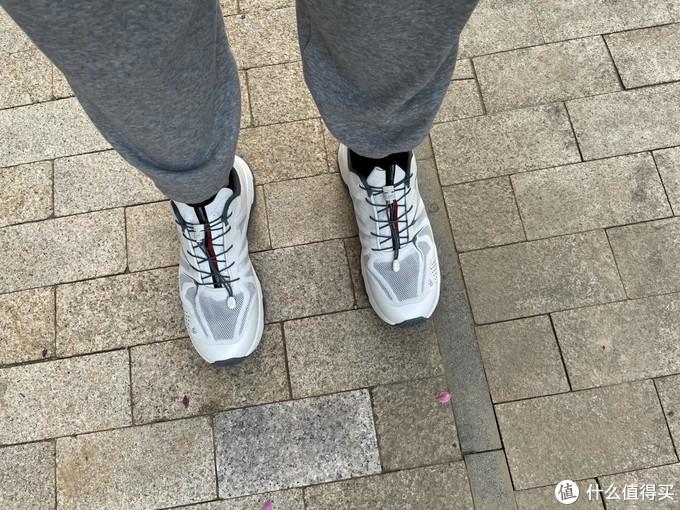 兼顾时尚与功能:诺诗兰SKY1.0多路面跑鞋