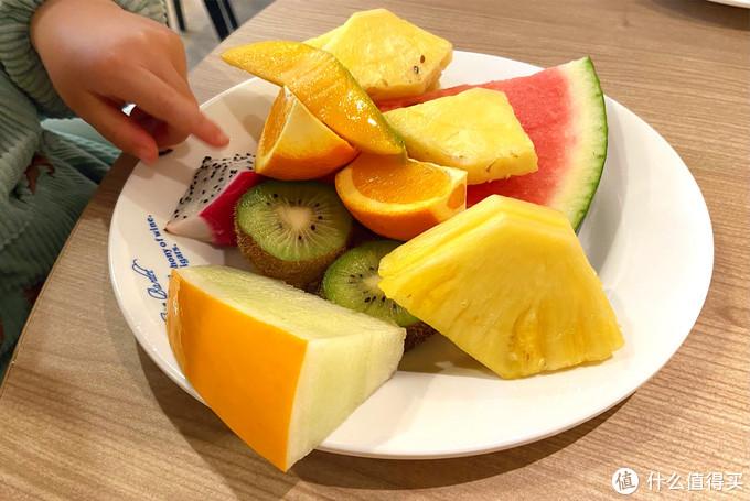 """春天如何给娃吃水果?""""吃的多""""不如""""吃的对"""",听听营养师建议"""