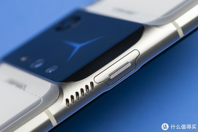 八指操作竟成小白基操? 拯救者电竞手机2 Pro首发评测